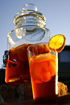 Soothin Infusion Glass Tea Jar and glass at sunset